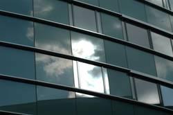 Wolken im Fenster