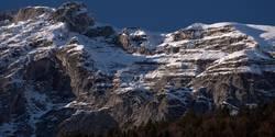 Felswand im Winter