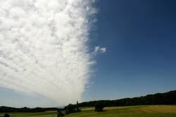 Ein Wolkenband zieht übers Land...