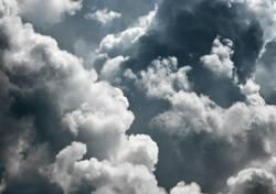 Wir fliegen durch eine kleine Wolke...