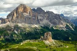 Dolomiten - Blick auf Cinque Torri und Tofana di Rozes