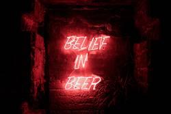 Glaube an Macht deines Bieres