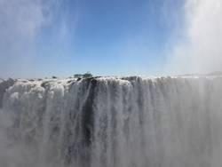Massiver Wasserfall