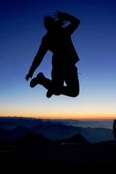 Luftsprung in den Alpen