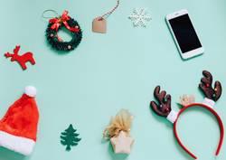 Flache Lage von Weihnachtsschmuck