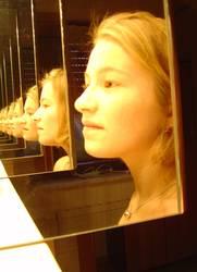 Mädchen im Spiegel