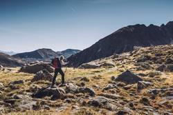 Wandererin auf dem Hirzer | Alpenüberquerung E5