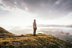 Junge Frau | Gipfel | Sonnenaufgang