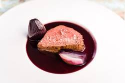 Rosa Rehrücken mit Portwein Schalotten Sauce