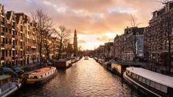 Klassischer Ansicht eines Kanals in der Innenstadt von Amsterdam