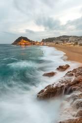 Tossa de Mar und Meer, Spanien, an einem stürmischen Tag