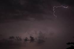 Blitz im Dunkeln