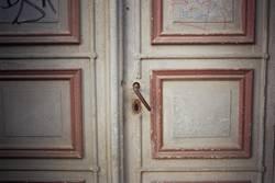 Als Türen noch aus Holz waren, ne...