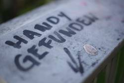 Handy gefunden - Graffiti - Symbolbild