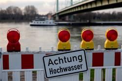 Achtung Hochwasser - Köln Mülheimer Brücke, 30 Januar 2018