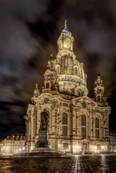 Frauenkirche von Dresden in einer kalten Winternacht