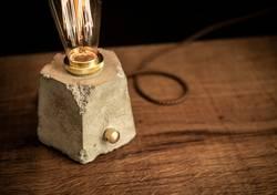 Design Betonlampe mit Dimmer und Edison Glühbirne