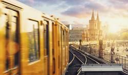 Berliner U-Bahn zum Sonnenuntergang