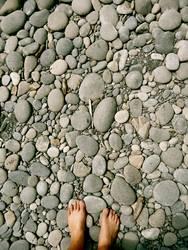 Barfuß auf Stein