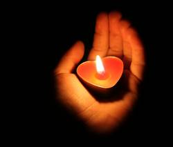 Ein Licht geht uns auf in der Dunkelheit ...