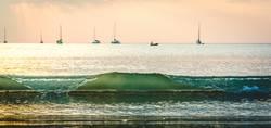 Welle vor Segelboote