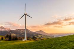 Windenergie Windanlage in den Bergen