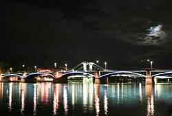 Brücke im Mondschein
