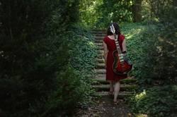 on the road again | allein mit Gitarre im Wald