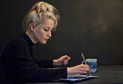 Alexa | Junge Frau malt mit Aquarellfarben