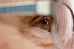 Auge einer Seniorin
