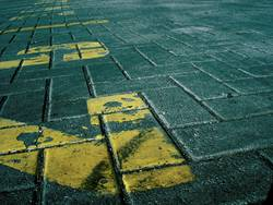 PHÄT! | zahlen gelb style boden steine struktur muster pattern