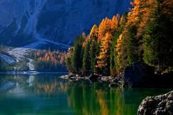 Herbststimmung am Pragser Wildsee, Dolomiten, Südtirol