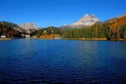 Misurinasee in den Dolomiten mit Drei Zinnen, Südtirol, Italien