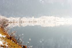 Spätherbst am Fluss