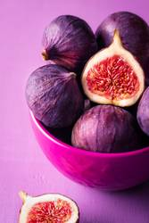 Fresh figs in a pink bowl. Figs close-up