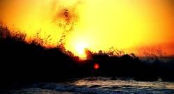 Wellen und Sonnenuntergang