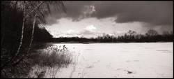 Verschneiter See