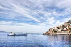 Hydra-Insel und Schiff in Griechenland
