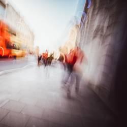 abstrakt verwackelter Fußweg in England