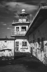 alter Turm im Hafen