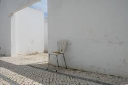 zurückgelassener Stuhl