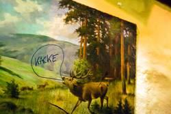 """Der Hirsch sagt """"Kacke""""."""