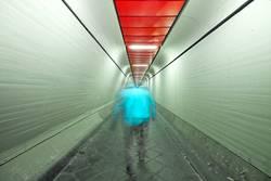 Mann im Tunnel (3)