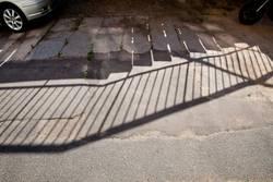 (Schatten einer) Brücke