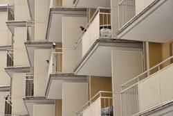 Mit Balkon.