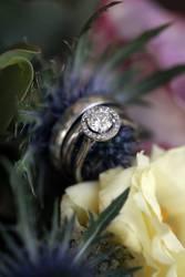Ehering Verlobungsring Beisteckring Brautstrauß Blumen
