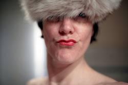 Portraitpose (ohne Hand/mit Hut)