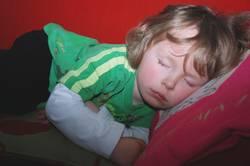Kleiner Junge beim Mittagsschlaf, nur eine Stunde kurz...