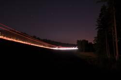 Nachts an der Autobahn