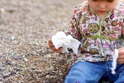 Die Kleine und ihr Taschentuch